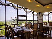 Ресторан (в курортном городе у моря)